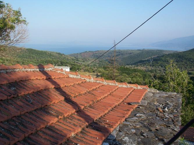 Traditional old stone house with sea view in Argalasti