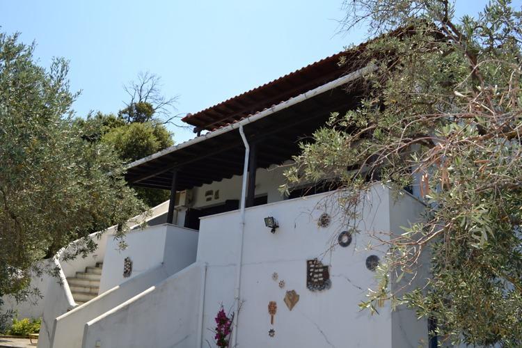 Γοητευτική εξοχική κατοικία με ανεμπόδιστη πανοραμική θέα στο Αιγαίο