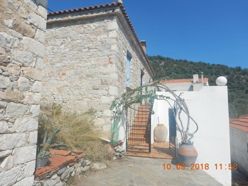 Holiday stone house in Trikeri only few meters from the sea