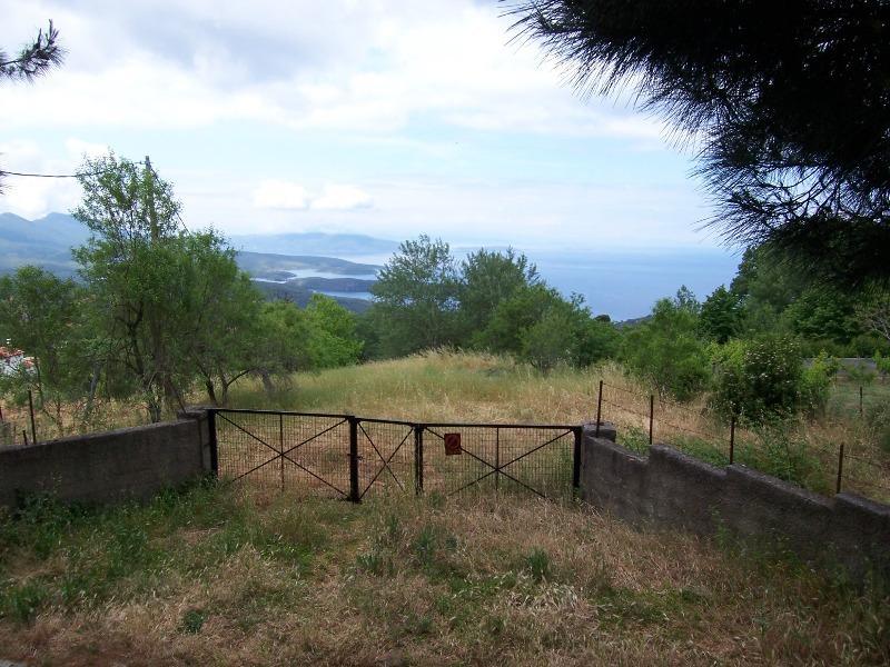 Οικοδομήσιμο κτήμα με ανοιχτή και ανεμπόδιστη θέα θάλασσας