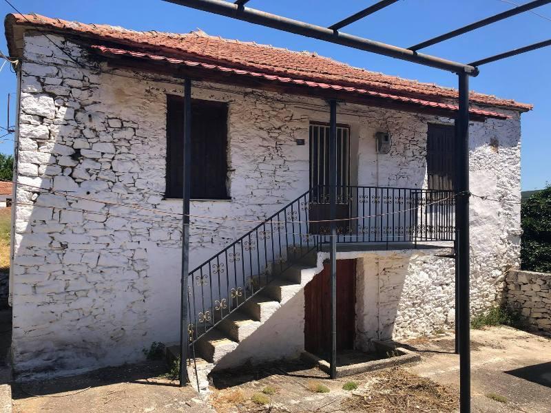 Παραδοσιακή πέτρινη κατοικία στην Αργαλαστή