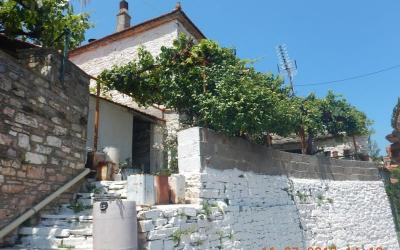 Traditional stone house in Lafkos