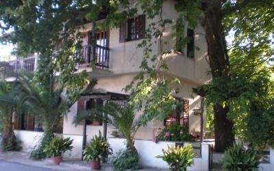Two storey guest house in Platania