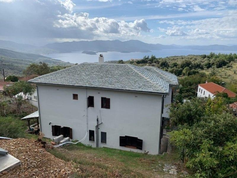 Spacious village house with spectacular sea view in Metochi