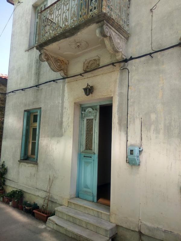 Νεοκλασική διώροφη κατοικία στην Αργαλαστή